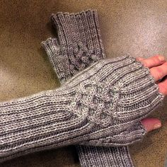 Fingerless Gloves / Stulpen pattern by Petra Wiedemann – The Best Ideas Crochet Mittens, Mittens Pattern, Knit Or Crochet, Knitting Socks, Hand Knitting, Fingerless Gloves Knitted, Knitted Hats, Wrist Warmers, Knitting Accessories