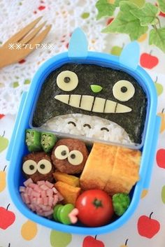 Easy Totoro Charaben (Decorative Bento) food recipe lunch ideas Easy Totoro Charaben (Kids Bento) Recipe by cookpad. Bento Box Lunch For Kids, Bento Kids, Cute Bento Boxes, Lunch Ideas, Japanese Bento Box, Japanese Snacks, Japanese Food, Kawaii Bento, Lunchbox Kind