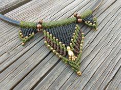 ::Hermoso collar con cordón de cuero de 0,3 cm de diámetro con macrame diseño y cierre de latón.                                                              ::Puede ser utilizado como una...