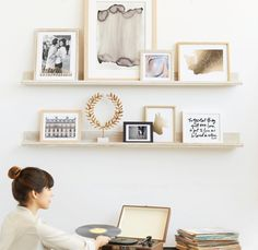 (Gold) shelves to hold frames