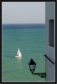 Navegar en Peñíscola (España), un lugar para descansar y vivir el placer del Mediterráneo.