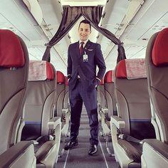 Quem disse que pássaros não aprendem novos truques ? Novo A320neo Primeiro das Américas !!   New Airbus A320neo First of Americas !! #LoveIt #A320neo #FirstOfAmericas #Airbuscrew #Airbuslovers #LATAM #LATAMcrew #crewfie #crewlife #cabincrew #GRU #keepclimbing : @gabrielovisk #crewiser #instacrewiser by crewiser.com