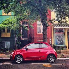 La très populaire Fiat 500, en rouge. Si vous en cherchez une d'occasion, nous avons une petite sélection de 500 qui ne devrait pas vous laisser indifférent(e)s http://www.autobernard.com/annonces-auto/marque/fiat/modele/500