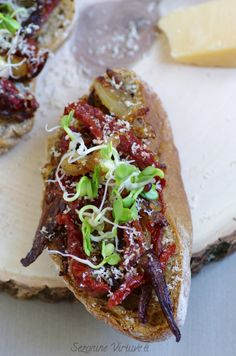 Bruschetta with dried porcini and caramelized onions with dried tomatoes. Dried Tomatoes, Caramelized Onions, Cheesesteak, Bruschetta, Ethnic Recipes, Food, Kitchens, Carmelized Onions, Essen