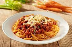 A great tasting, fresh ragu and a delicious, creamy bechamel sauce are crucial when making homemade lasagne. Easy Spaghetti Bolognese, Spagetti Recipe, Low Carb Pizza, Serving Plates, Freezer Meals, Gnocchi, Food And Drink, Lunch, Dishes