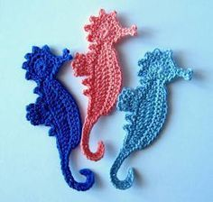 Buy towels and hand sew ocean appliqués on them Seahorse+Crochet+Applique Ravelry: Seahorse Applique Crochet Pattern pattern by GoldenLucyCrafts Seahorse Applique / CROCHET pattern / these little guys are really cute! Marque-pages Au Crochet, Crochet Motifs, Freeform Crochet, Irish Crochet, Crochet Crafts, Crochet Stitches, Crochet Projects, Crochet Appliques, Crochet Unicorn