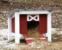 duck house - if the whole front opened it would be easy to clean the straw out into the garden.