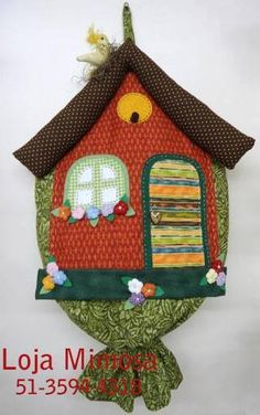 puxa saco Sewing Crafts, Sewing Projects, Projects To Try, Carrier Bag Holder, Plastic Bag Holders, Sewing Table, Applique Designs, Soft Furnishings, Paper Dolls