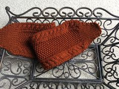 This is a headband I have knitted in one afternoon to match a pullover that's not quite finished yet.
