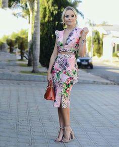 @laylamonteiro Floral Fashion, Love Fashion, Trendy Fashion, Fashion Looks, Elegant Dresses, Casual Dresses, Formal Dresses, Races Fashion, Fashion Outfits