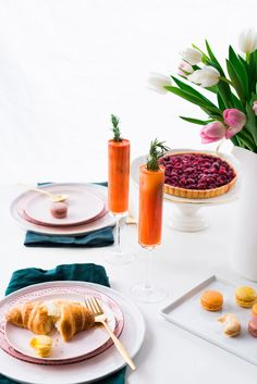 Simple brunch table styling