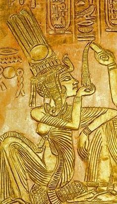 Anjesenamón (Also Known As Ankhesenamun) was the third of six daughters of Akhenaten (Akhenaton) and the Royal Great Wife, Nefertiti. His original name, Anjesenpaatón MEANS that Lives By The Aton. His exact birth date is unknown, but it likely to be the first of the royal princesses born May at the newly founded capital of Egypt, Akhetaten.
