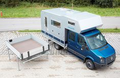 The Bimobil Mercedes Sprinter double-cab camper - camper top can be exchanged with a pick-up bed for a dual-use vehicle! Pickup Camper, Off Road Camper, Camper Caravan, Truck Camper, Land Rover Defender, Jeep Tent, Mercedes Sprinter Camper, Sprinter Van, Camper Tops