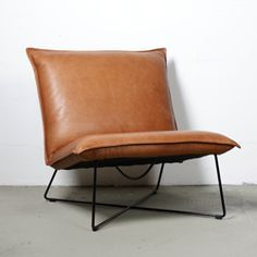 This leather chair looks so comfortable! And the timeless style works in any interior.