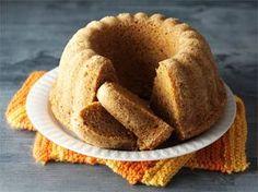 Piimä-porkkanakakku on mukavan mausteinen ja mehevä kahvikakku. Kakku säilyy peitettynä jääkaapissa viikon. Maut ovat parhaimmillaan, kun kakku on saanut vetäytyä yön yli. Sweet Recipes, Cake Recipes, Bread Recipes, Finnish Recipes, Love Eat, Cake Shop, Piece Of Cakes, Creative Food, No Bake Desserts