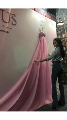Best Fashion Show Decorations Backdrops Window Displays IdeasCall of Duty CakeWow for a shop window Boutique Interior, Boutique Decor, Fashion Boutique, Vitrine Design, Decoration Evenementielle, Store Design, Event Decor, Backdrops, Backdrop Ideas