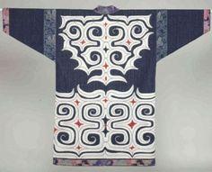 Sashiko Fabric - Plumeria Floating on Water - Sylvia Pippen Sashiko Pre-printed Fabric Kit - Japanese Embroidery, Quilting, Sewing - Embroidery Design Guide Art Textile, Textile Design, Traditional Fashion, Traditional Outfits, Oriental, Shibori, Ainu People, Japanese Textiles, Japanese Yukata