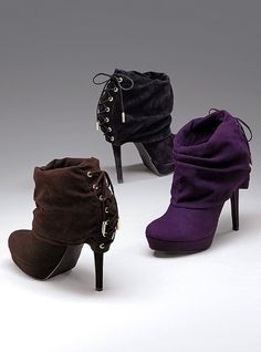 coveting these right now, in black, perfect fall bootie!