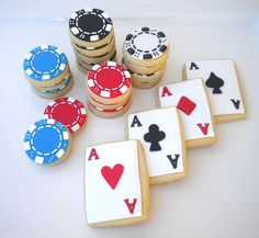 These poker themed cookies are really cool and awesome looking! If you are making cookies for your poker night, these are definitely the right choice. Fancy Cookies, Iced Cookies, Cute Cookies, Royal Icing Cookies, Cookies Et Biscuits, Sugar Cookies, Poker Party, Casino Night Party, Casino Theme Parties