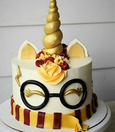 Cakes will be offering a Harry Potter Unicorn Cake decorating class. Bolo Harry Potter, Gateau Harry Potter, Harry Potter Birthday Cake, Harry Potter Desserts, Harry Potter Cupcakes, Harry Potter Cake Decorations, Harry Potter Treats, Fondant Decorations, Mini Cakes
