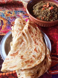 Roti is die beste wrap South African Recipes, Indian Food Recipes, New Recipes, Snack Recipes, Dessert Recipes, Ethnic Recipes, Recipies, Bread Recipes, My Favorite Food