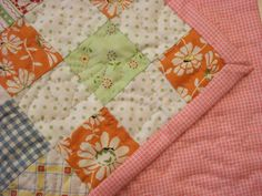For my little cat's quilt, I decided not to use bias binding, but the system of self binding instead. Quilt back must be at least 2,5 cm/1 i...