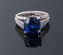 . Zafiro y anillo de diamante