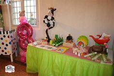 Il tavolo del buffet, gadget e palloncini per allestire la festa a tema Country Farm ideata e realizzata da C&C Creations Eventi.