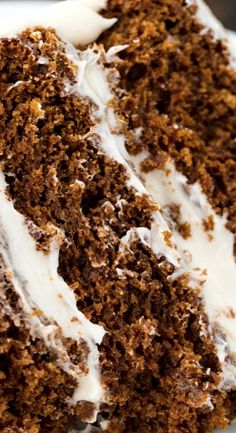 Celebrate the holidays in style with this incredible Christmas Gingerbread Cake. Three layers of moist gingerbread are covered with a Holiday Desserts, Just Desserts, Holiday Recipes, Delicious Desserts, Dessert Recipes, Christmas Recipes, Holiday Cakes, Cupcake Recipes, Gingerbread Cake