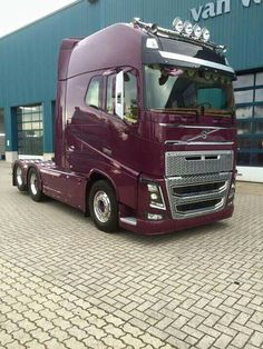 Volvo FH 4 XXL. I Love The Color Of This Truck