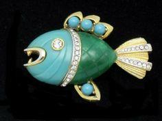 """HATTIE CARNEGIE  """"Piranha"""" Ferocious Fish Lucite Brooch   BK PC"""