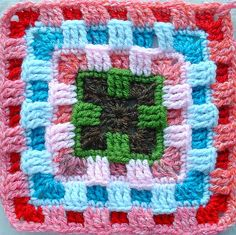 Brighter Daze Square, by Melissa R Green. See pattern in:  http://mgdesigns.blogspot.com.es/2007/12/brighter-daze-square.html