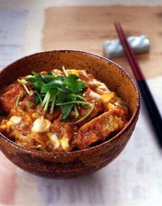 トンカツは市販のお惣菜でもOK! 卵でさっととじれば、ボリューム満点のカツ丼の出来上がり。