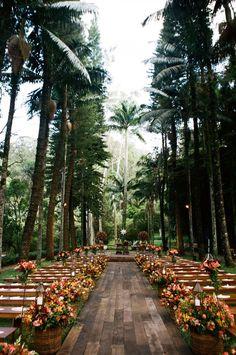 Separamos algumas imagens inspiradoras de locais de cerimônia e decoração que se misturam com a natureza