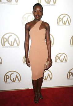 Lupita Nyong'o made a departure from her more colorful red carpet looks while attending the Producers Guild Awards in Stella McCartney. Sarah Jessica Parker, Stella Mccartney, Nude Outfits, Love Fashion, Womens Fashion, Fashion Details, Dress Fashion, Fashion Photo, Hollywood
