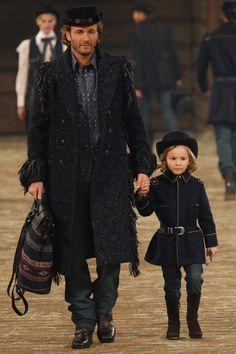 Chanel Métiers d'art 2012-13 #ChanelMetiersdArt #ParisEdinburgh Visit espritdegabrielle.com | L'héritage de Coco Chanel #espritdegabrielle