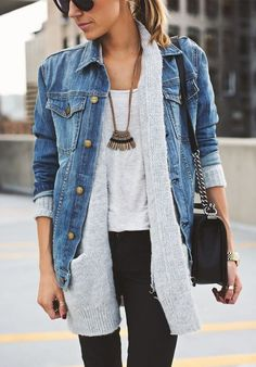 Jeansjacke kombinieren: Lässiger Layering-Look