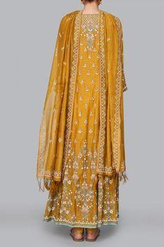 Designer Suits - Buy Saesha Suit for Women Online - - Anita Dongre Pakistani Bridal Dresses, Pakistani Dress Design, Pakistani Outfits, Bridal Dupatta, Kurta Designs Women, Blouse Designs, Indian Wedding Outfits, Indian Outfits, Suits For Women