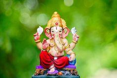 Hindu god ganesha. ganesha idol. a colorful statue of ganesha idol. space for text or headline.   Premium Photo