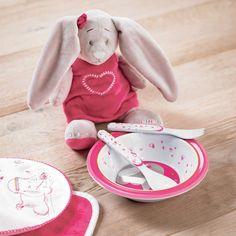La peluche Pili la lapine de la marque Noukie's sera un compagnon idéal pour votre enfant et l'apaisera au moment du coucher.