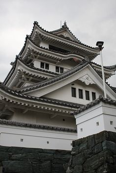 Kawashima Castle  In old Japan, technique of building is amajing. Japanese Shrine, Japanese Castle, Tokushima, Hiroshima, Palaces, Small Towns, Temples, Martial, Big Ben