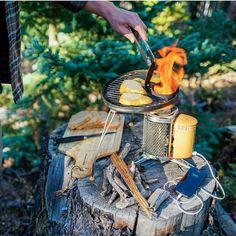 Kompor inpiratif menghasilkan listrik.. Bisa buat changer hp beserta saudara2nya .. Semoga orang2 kreatif di indonesia bisa membuatnya biar saya bisa nebeng #energyterbaru from @biolitestove #EnergyEverywhere #BioLite #THGJ #tinyhouse #tinyhome #camprecipes #campfood #ontheroad #campinglife #camping #energyfire #hiking #outdoor #outside #outdoorlife #stoveaholics #stove #firestove by asy_rofi