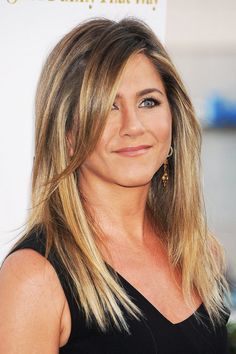 Jennifer Aniston Finally Unveils Her Wedding Ring | The Zoe Report