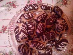 Minieclere cu glazura de ciocolata