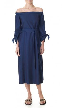 495 euro Incorporate two Tibi cult classic trends into your look with this easy all-occasion dress. The off-the-shoulder tunic is lengthened into a midi dress with tie sleeve and belt details, and crafted from soft-washed denim for a structured yet casual fit. In-seam pockets. Unlined.    Styled with Frida Slides   100% Cotton. Professional Dry Clean Only.   Style Number: TR316LWD14890   Available in: Perfect Denim Blue
