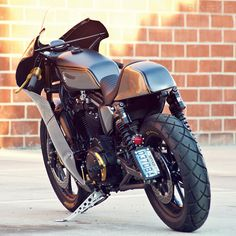 Roland Sands adds a fairing to a Harley Sportster to create the Race-ster Custom Motorcycle Builders, Motorcycle Design, Hd Motorcycles, Vintage Motorcycles, Sportster Cafe Racer, Roland Sands, Cafe Style, Custom Harleys, Vintage Bicycles