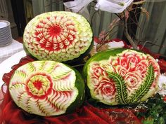 Esculturas em melancias são como obras de arte. Admiráveis!  Melancia em forma artística.