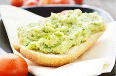 Das #Rezept vom #Avocadoaufstrich ist laktosefrei und schmeckt köstlich auf Schwarzbrot.