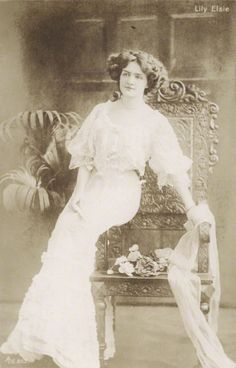 Miss Lily Elsie x Evelyn Nesbit, Lily Elsie, Photographs Of People, Famous Stars, Vintage Beauty, Vintage Glam, Man Photo, Hollywood Stars, Ciel