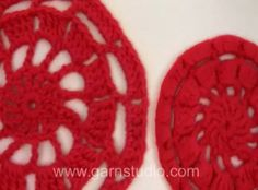 DROPS Crochet Tutorial: How to make a crochet and felted Christmas hot pad.